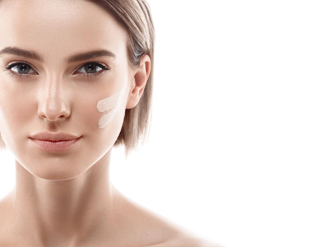 顔の中心部分に化粧下地